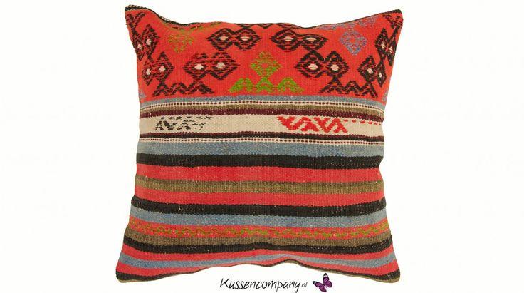 Kelim kussen 45 x 45 cm in mooie oranje, zwarte, blauwe en groene tinten - kopen bij De Kussencompany!