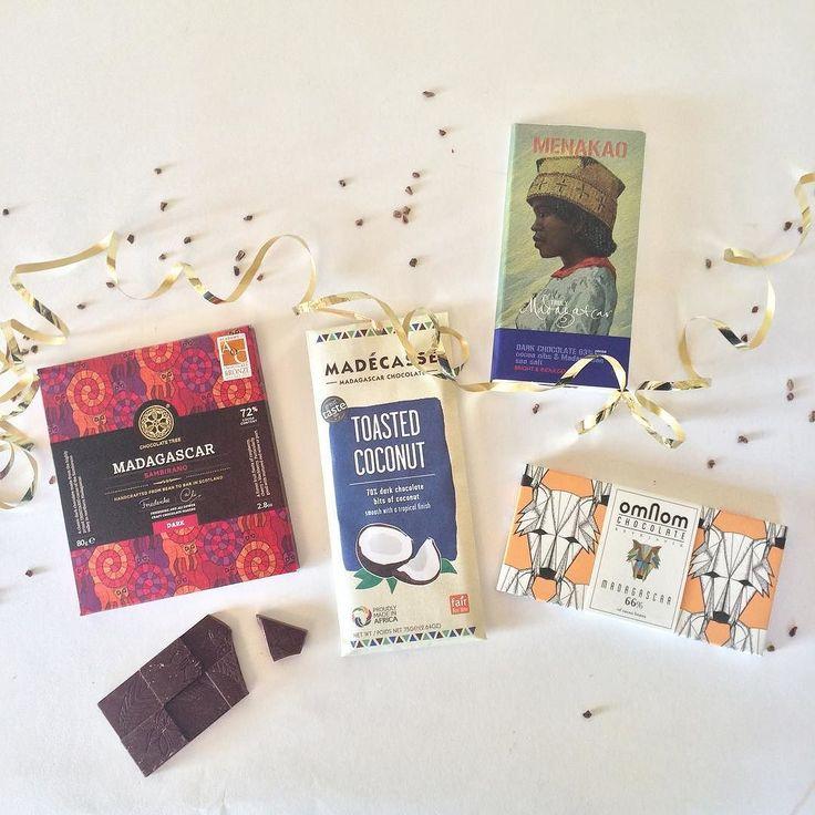 Partay time hier op de Andere Chocolade HQ wat is de nieuwste box weer een fijne! Vol met vrolijke en fruitige repen en allemaal gemaakt van cacao afkomstig uit Madagascar  nu te koop via http://ift.tt/1q32dvF!  #chocolade #chocoladeverzekering #meibox #cacao #madagascar #anderechocolade #bestellen #feest #cadeau #chocola #kado #omnom #menakao #madecasse #chocolatetree