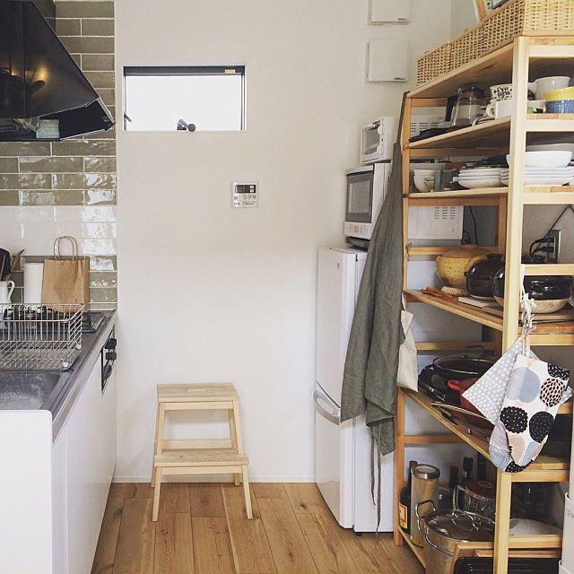 女性で、1LDKのIKEA/ittala/北欧/ナチュラル/カフェ風/無印良品…などについてのインテリア実例を紹介。「お皿や鍋はオープンシェルフに。キッチンはタイルがポイント。」(この写真は 2016-10-21 18:27:14 に共有されました)