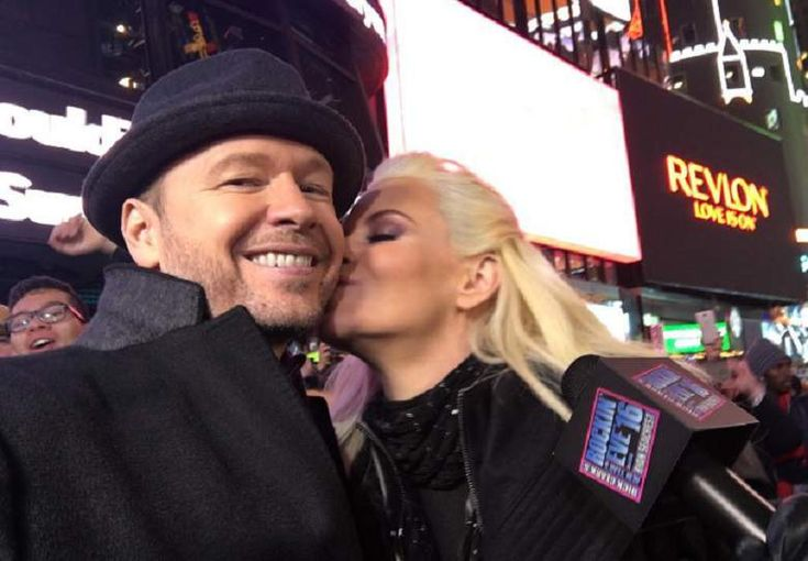 Jenny McCarthy, Jenny McCarthy And Donnie Wahlberg, Jenny McCarthy And Husband Donnie Wahlberg, Jenny McCarthy New Year's Eve 2017