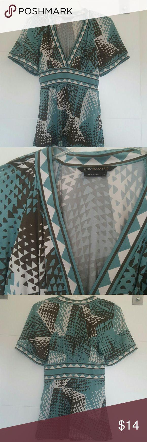 BCBGMAXAZRIA TOP 93% rayon  7% spandex  40 bust  26 length  13 sleeve BCBGMaxAzria Tops