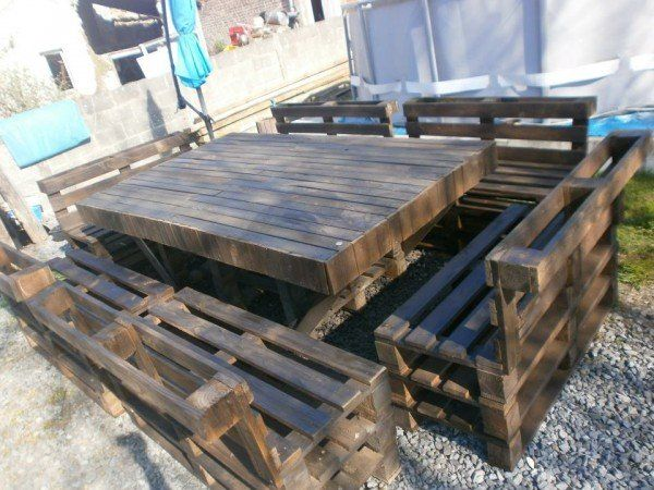 massive pallet1 600x450 Massive outdoor garden set made with Pallets in pallet garden pallet furniture pallet outdoor project diy pallet ideas  with Table Chair Bench