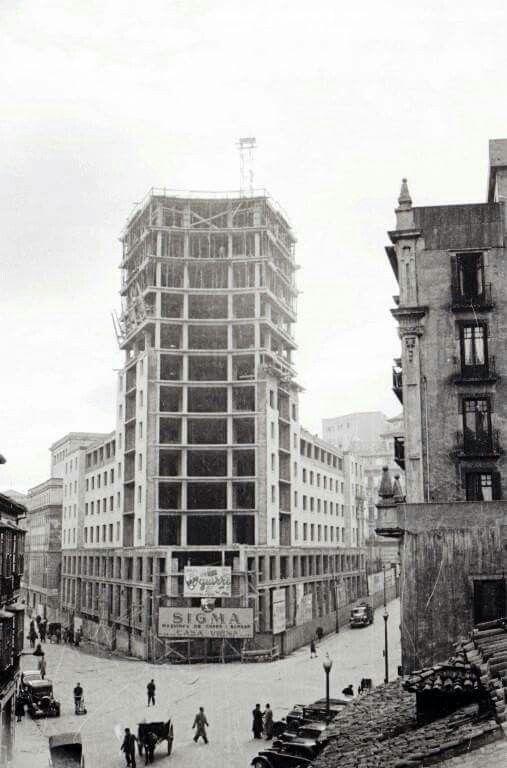 Construcion de la jirafa. Año 1955