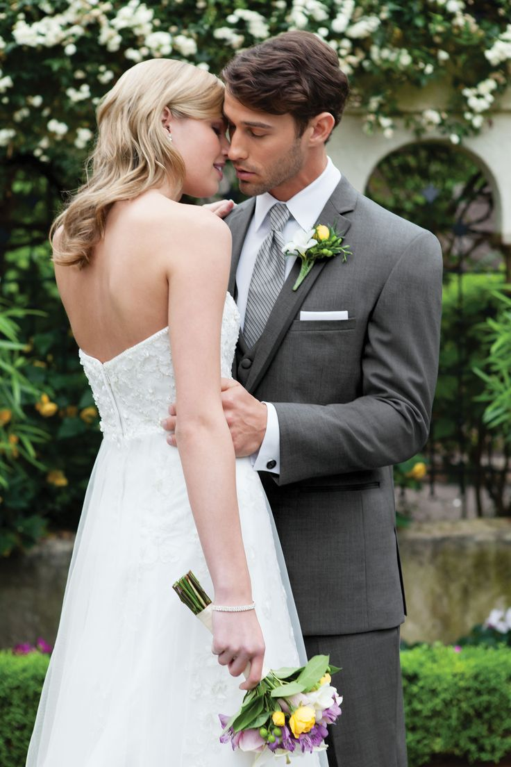 Gray Suit Groom | Wedding Tips and Inspiration