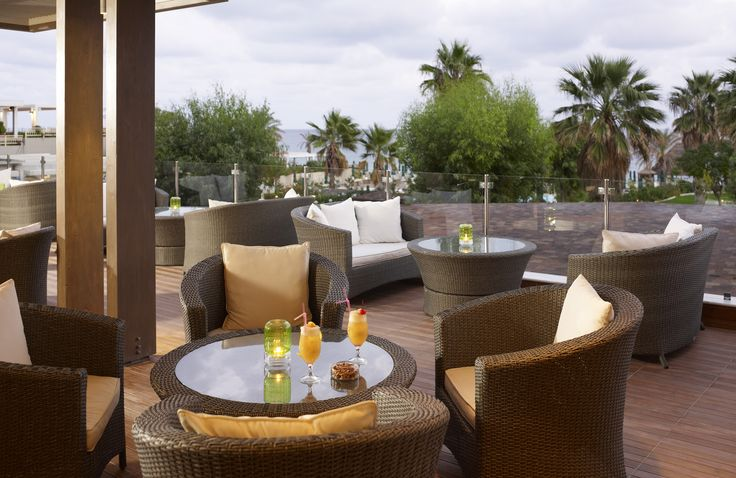 Enjoy your breakfast or your afternoon tea on the hotel's Lobby Bar with a magnificent view of Esperos Palace beach.