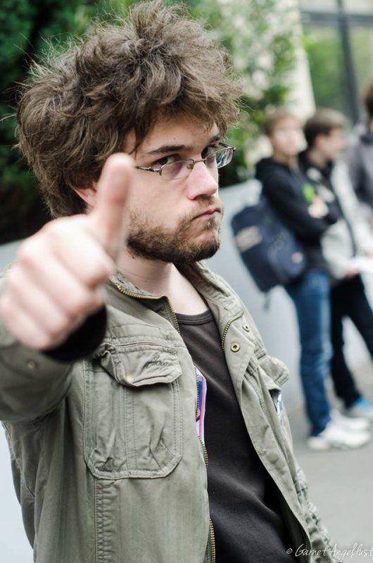 Antoine Daniel est le youtubeur qui me fait le plus rire... il a des délires chelous. Mais j'aime bien !
