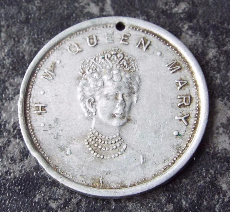 QUEEN MARY - MARRIED  TO KING GEORGE V - VINTAGE 1930 s MEDAL
