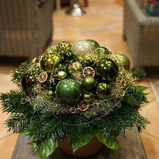 Zu Weihnachten gehören Festlichkeit und strahlender Glanz ✨#deko #dekoration #münchen #zapfen #cute #geschenk #blumenladen #tischdeko #dekoideen #munich #germany #followme #weinachtsgeschenk #weinachten #weinachtsdeko #schön #christmas #christmasdecorations #florist #флористика #interiordesign #hoteldekoration #eventdesign #floristmünchen