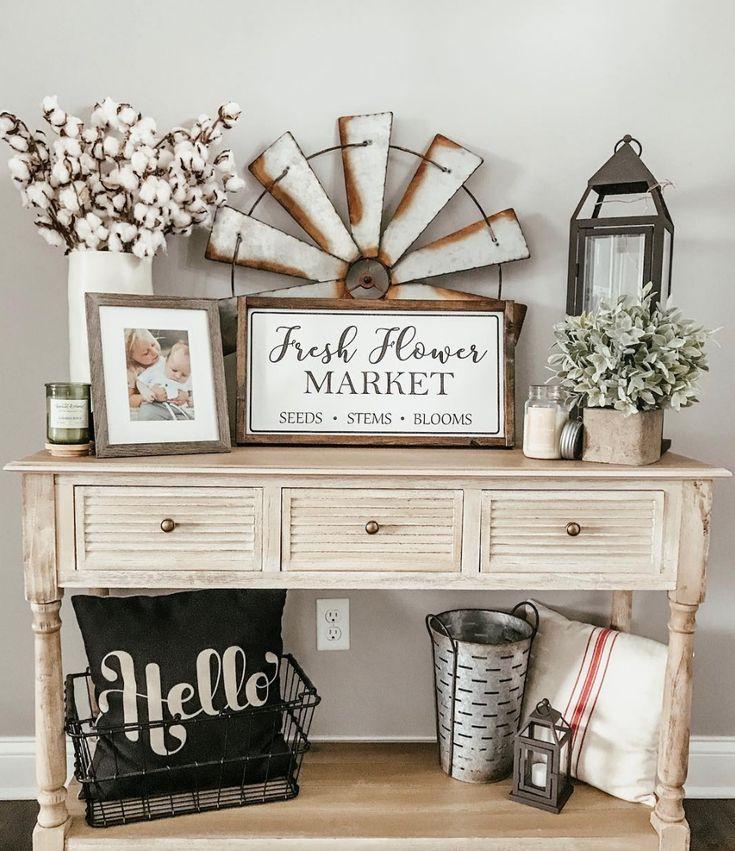 So schmücken Sie einen #vintage-Eingangstisch, inspiriert von Jess und Co Home-Blog ~ Baumwollstiele, verzinkte Windmühlen, ein rustikales Schild und eine handgefertigte Soja-Kerze von Antique Candle Works schaffen die perfekte Atmosphäre! Landhausstil #decor für den modernen #farmhouse home ~ #DIY #eintrag