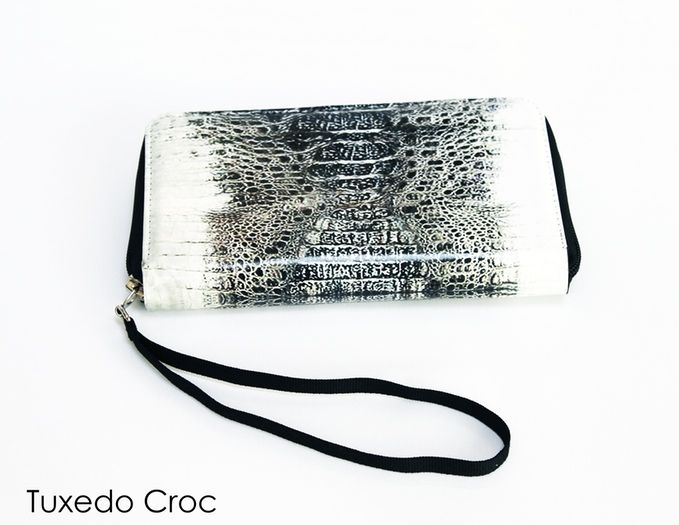 The Ultimate Universal Women's Cellphone Case Wallet that FITS ALL Smartphones and holds your daily essentials in style.