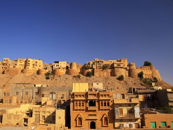 Jaisalmer, Rajasthan Head to Rajasthan if you want to spend your honeymoon like royalty. This gorgeous city offers history, places, elephant and camel back rides and lots more. You can also check out other popular honeymoon destinations in Rajasthan such as Mount Abu, Bikaner, Jaipur, Jodhpur and Udaipur.