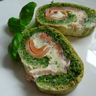 Spinat Roulade mit Lachs-Frischkäsefüllung Rezept | Küchengötter
