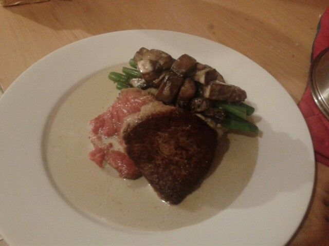 Very simple beef fillet served rare. Accompanied with creamy mushrooms and sautéed green beans.