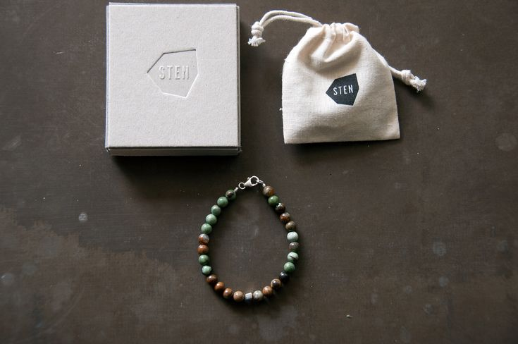 STEN 6 mm African Jade stone bracelet comes together with a handmade box of cardboard made from the skilled craftsmen at Norrmalms Cardboard factory in central Stockholm. Using old techniques that requires no glue, instead the box is stapled by hand.