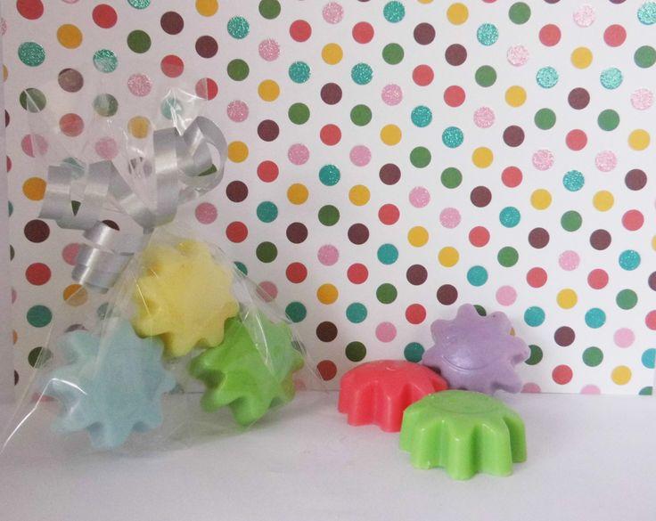 Een origineel zeep bedankje in diverse kleuren leverbaar. Feestelijk per stuk verpakt in een foliezakje. Te bestellen via http://www.zeep-specialist.nl