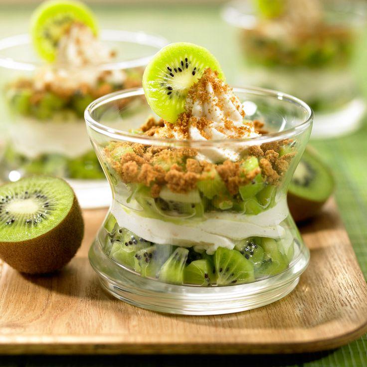 Découvrez la recette Fromage blanc au kiwi et miettes de spéculos sur cuisineactuelle.fr.