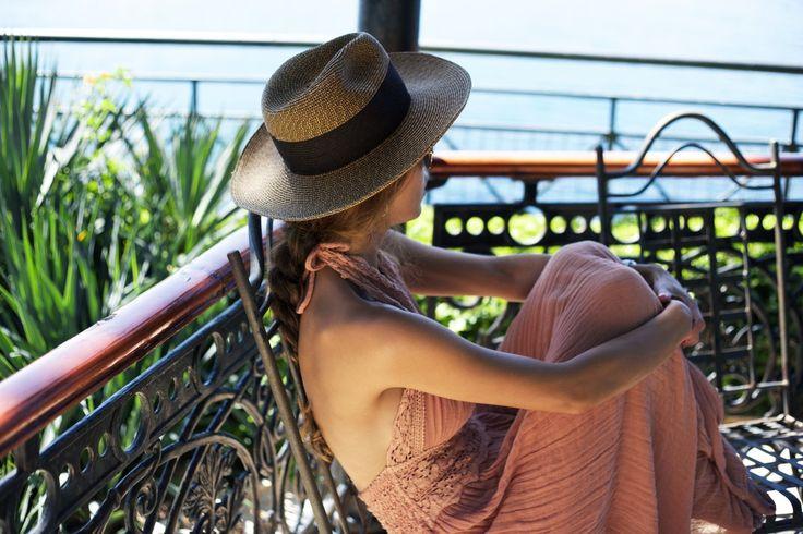 Летняя шляпа: 5 идей как и с чем носить самые разные модели шляп. Соломенная шляпа, фетровая шляпа, курортный и городской стиль.