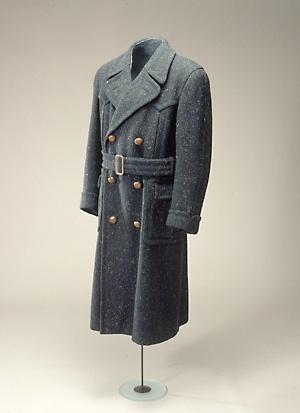 Automobilfrakke fra 1920'erne. Herrefrakke af kraftigt, sildebensvævet uldstof i mørkegrønt og -blåt med lysebrune nister. (Nationalmuseet)