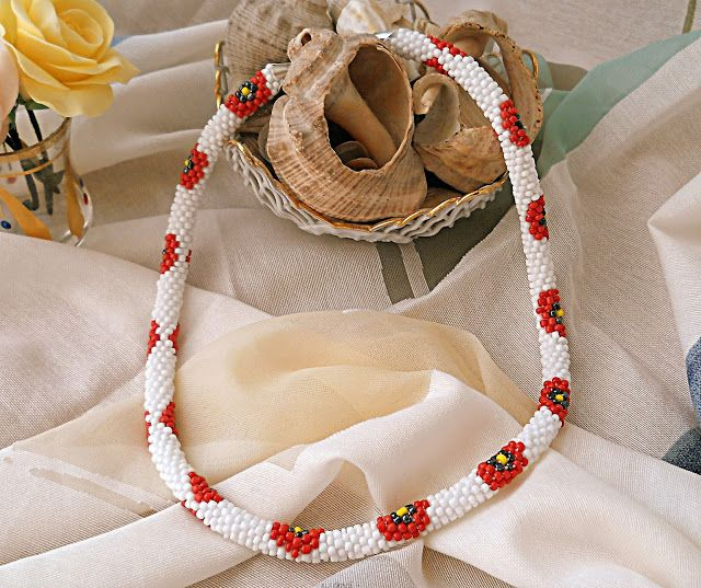 Handmade by Criss: Colier alb cu flori