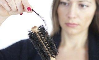 Haarausfall bei Frauen natürlich beheben