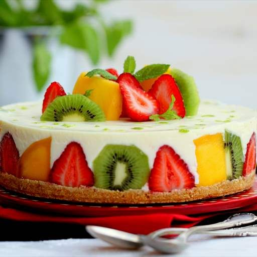 Tarta fría de chocolate blanco con frutas
