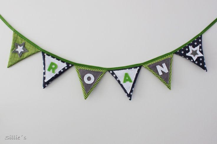 Leuke #naamslinger met #sterren gemaakt van stof in de kleuren grijs, groen en wit.