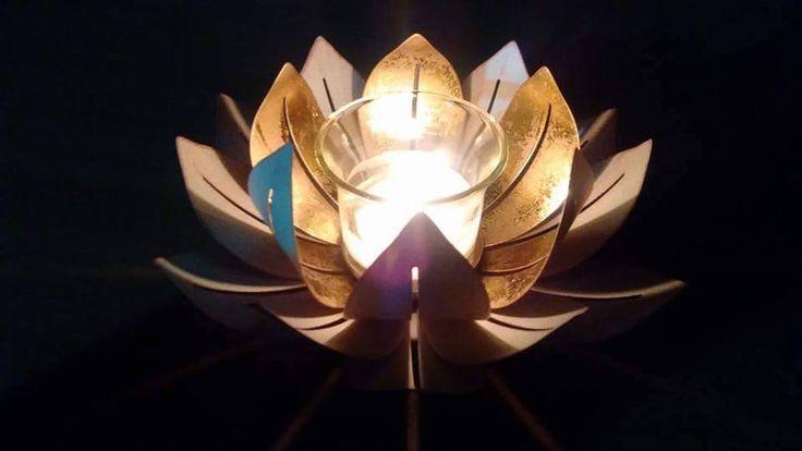 Porte lampions ou réchauds Lotus Doré https://angeliquevandamme.partylite.fr/Shop/Product/2210