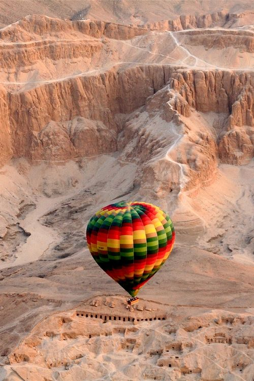 ✯ Floating through the Mountains: Balloon Flying, Airballoon, Buckets Lists, Air Balloon Riding, Air Ballon, Colors Splash, Luxor Egypt, Beautiful Balloon, Hot Air Balloons
