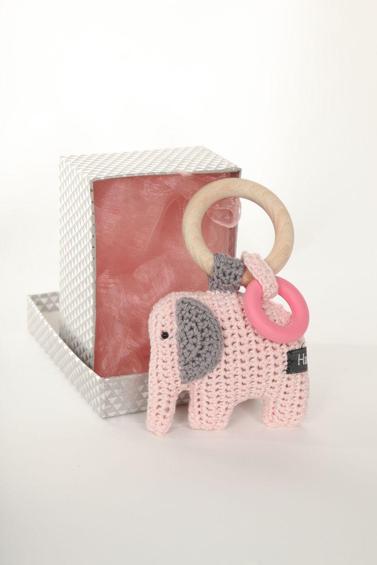 Rammelaar #gehaakte #bijtring Kraamkado #kraamcadeau #baby #babykado #geboortekado #babykamer #babyshower op www.hummelkado.nl