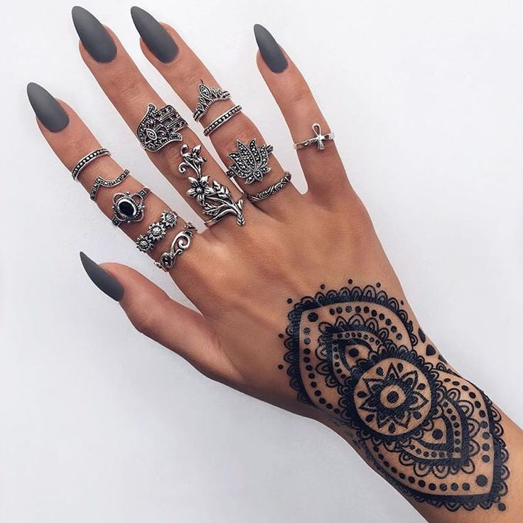 Not sure if it's a tattoo or henna but it's so pretty
