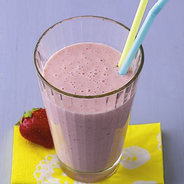 Müsli-Smoothie | 100 g #Erdbeeren, 100 ml #Buttermilch, 2 EL Instant…