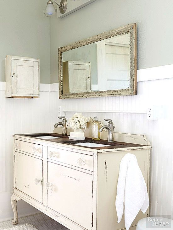 17 best ideas about shabby chic bathrooms on pinterest craftsman toilet accessories shabby - Badkamer retro chic ...