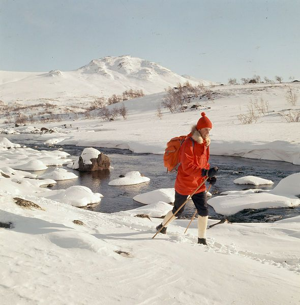 Skier in Sjoa, Jotunheimen, Norway. Easter 1969. Photo: Paul. A. Røstad / DEXTRA Photo. From the DEXTRA Photo image archive at the Norwegian Museum of Science and Technology.