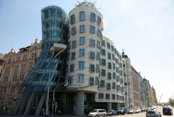 Dancing house o casa che balla il soprannome di un for Design hotel neruda praga praga repubblica ceca