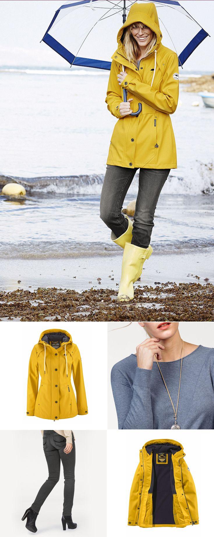 Wenn das Wetter schon schlecht ist, sollte zumindest die Laune gut sein. Mit dem strahlend gelben Anorak von Schmuddelwedda und Gummistiefeln ist das ganz einfach. Zusammen mit der Tom Tailor Jeans und dem Rundhalspullover entsteht ein praktischer Basic-Look, der dem Regen entgegenlacht
