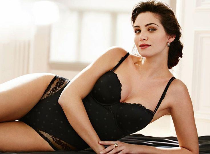 MARIE JO AMY ZWART WEBSHOP www.esterella.nl