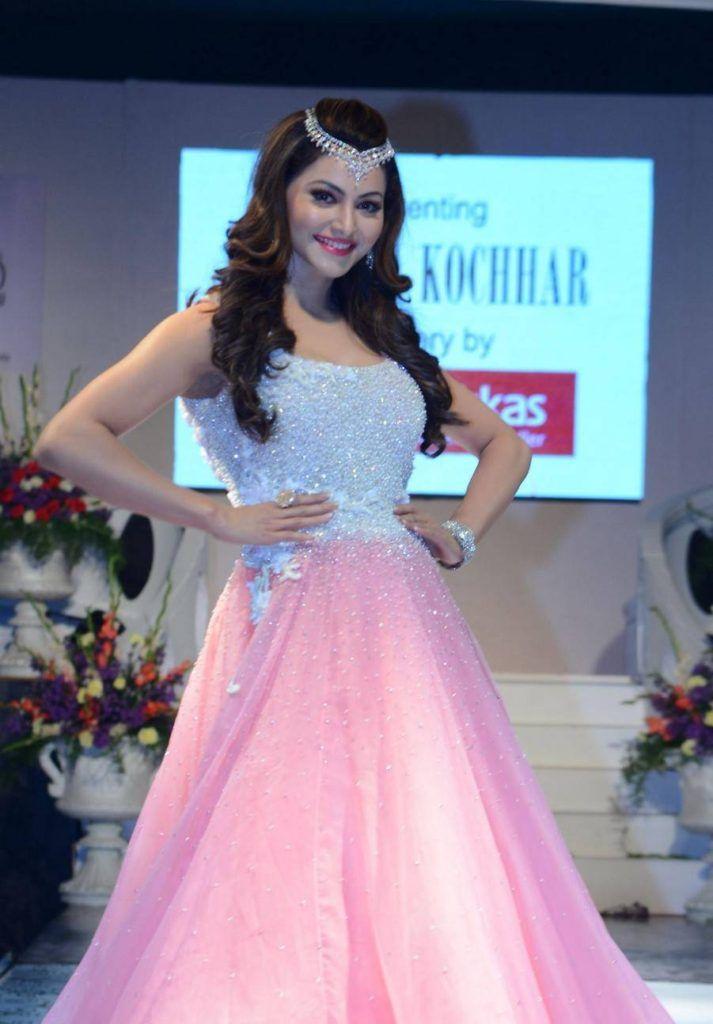 Urvashi-Rautela-Stills-At-Wedding-Wows-Fashion-Show-03-713x1024.jpg (713×1024) #shriya #shriyasaran#manishmalhotra#bolly #bollywoodactress#bollywood#hindi#india#indiagirls#indianfashion#indianmovies#movies#fashion#photoshoot#photography#bridalcollection#bride#bridalfashion#shaadi#marriage#makeup#jewellery#ethnic#tradition#wedding#magazine