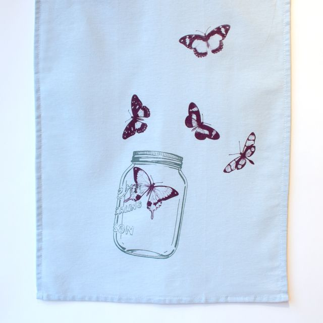 These tea towels are agreat way to encourage your roommate, boyfriend, husband, children, mother-in-law et al. to do the dishes.  100% cotton, 100%fun. Ne