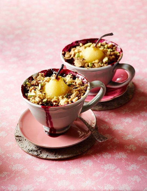 Pear and forest fruit crumble - An excellent Autumnal crumble