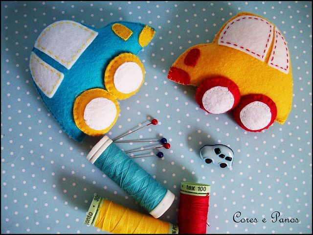 Carrinhos para o Gabriel :D by Daniella (Cores e Panos), via Flickr