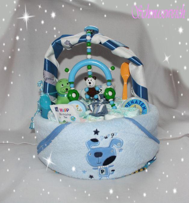 Windelkörbchen mit Kapuzenhandtuch und Mobile Teddy für Jungen Eine Windeltorte ist eine sehr schöne und auch praktische Geschenkidee.  Ein nützliches Geschenk zur Geburt, Taufe, Geburtstag,...