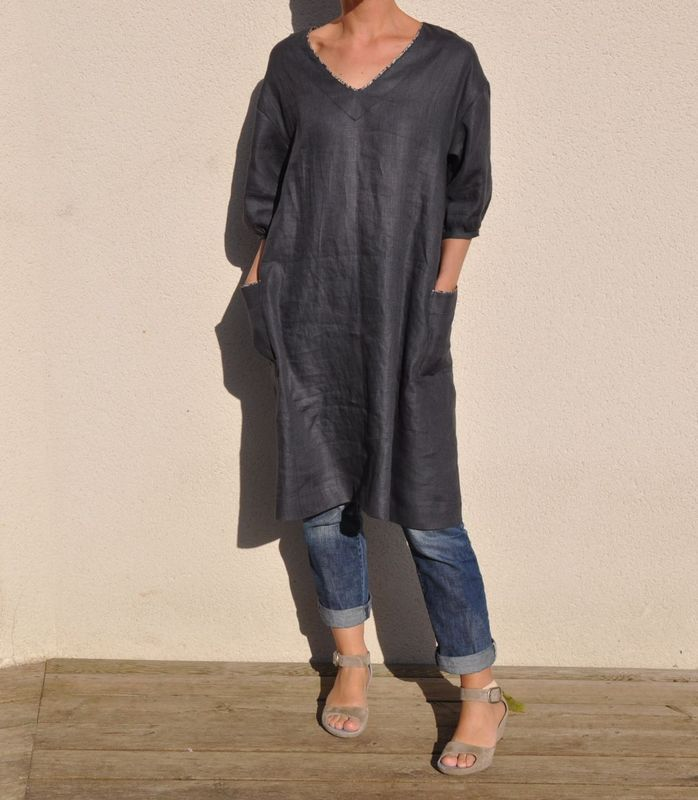 Linen tunic with pockets (Japanese sewing book). love the contrast bias trim on neckline and pockets.                                                                                                                                                      Más