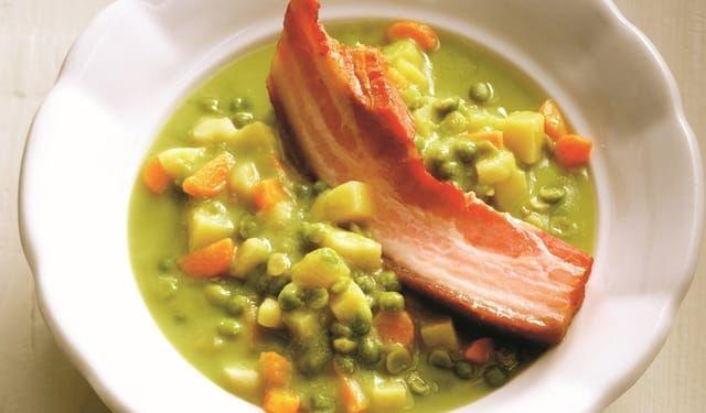 Za 45 minút môžete obedovať: Hrachová polievka s údeným bôčikom   DobreJedlo.sk
