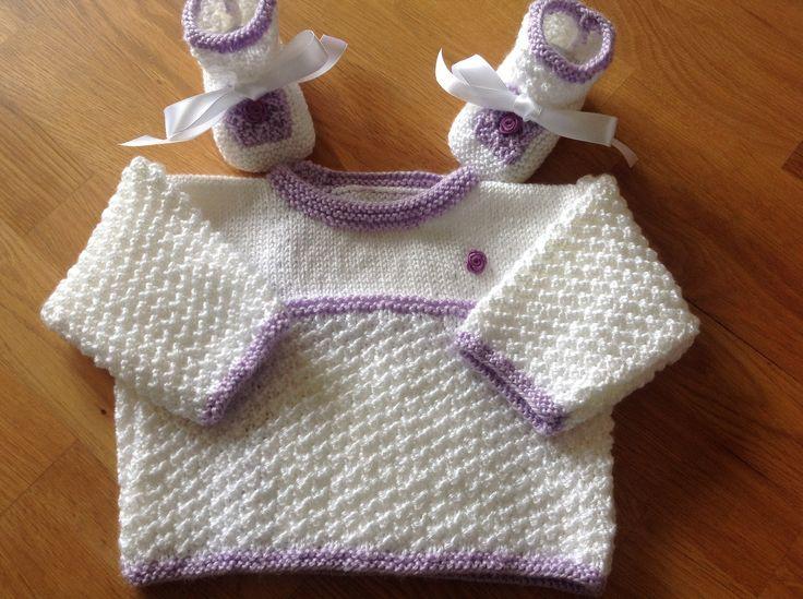 Brassiere bebe et Chaussons Blanc et Parme Layette 3 Mois : Mode Bébé par coeur-de-layette