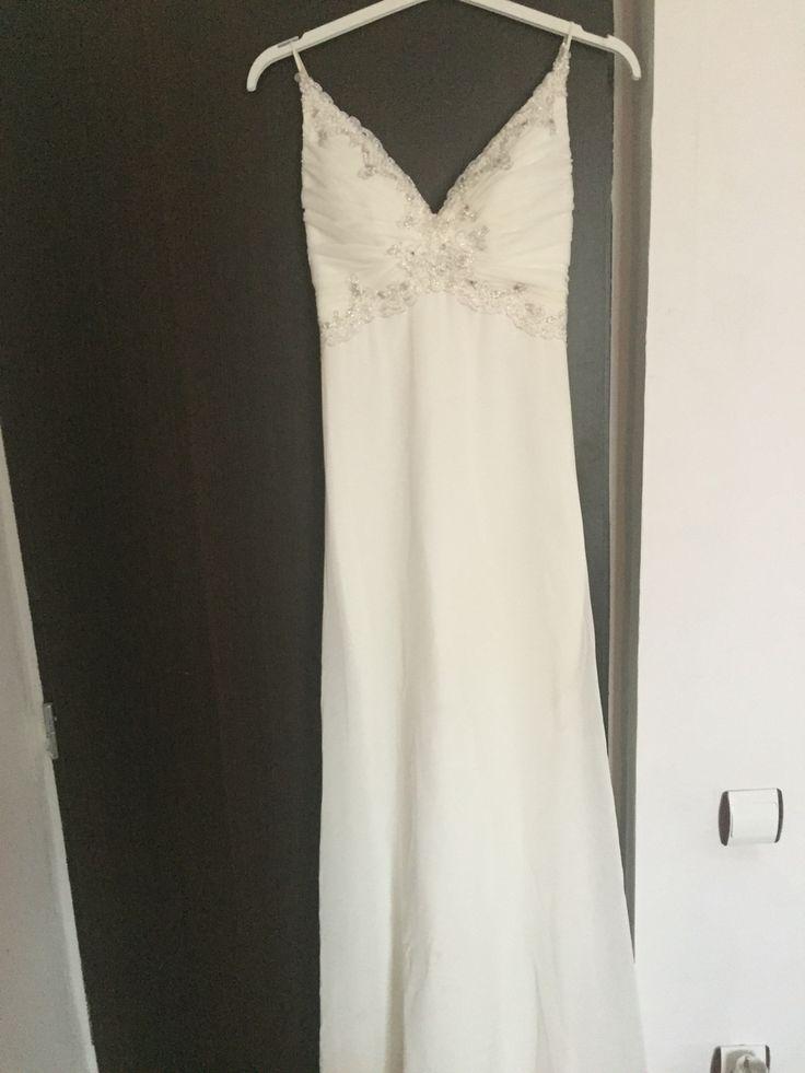 Wedding dress By Agnes Toma  300 €