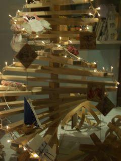 χειροποίητο ξύλινο δέντρο Χριστουγέννων
