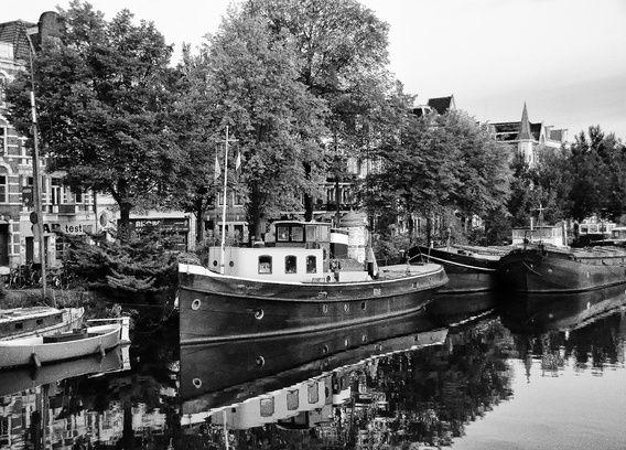 Koop 'Schip aan de Amsteldijk Amsterdam' van Don Fonzarelli voor aan de muur.