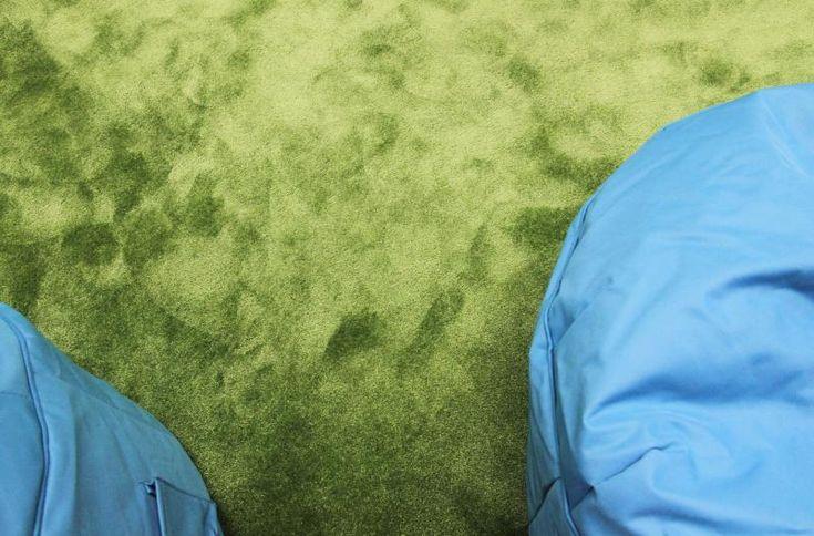 Zelený měkký koberec Silky Seal v relax zóně kancelářských prostor - realizace BOCA. / Green comfortable Silky Seal carpet at relax office zone. http://www.bocapraha.cz/cs/reference-detail/90/scott--weber-praha/