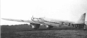 Dewoitine 333 - Les deux Dewoitine furent baptisés Cassiopée et Altaïr. Tous deux volèrent sur Toulouse-Dakar à tour de rôle. Cassiopée rejoignit l'Amérique du Sud d'un seul coup d'aile de Dakar à Natal, le 13 décembre 1937, et fut basé à Rio. L'Altaïr fit de même en mars 1938 et fut basé à Buenos Aires. Les deux finirent leur vie ensemble, vendus à la Force aérienne Argentine.