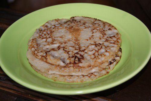 VEGANSKA PANNKAKOR: ca 12 st (15 cm i diameter) 3 ½ dl vetemjöl (eller blandat grahamsmjöl och vetemjöl)  6 dl sojamjölk ½ tsk salt 50 g mjölkfritt margarin eller 2 msk rapsolja